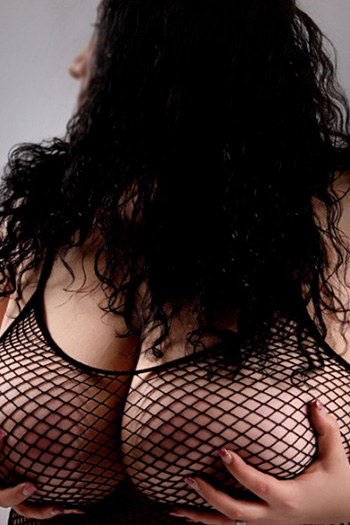 Escort Rubensmodel Antonia Striptease Fusserotik Domina Berlin Natursekt Sex Spiele