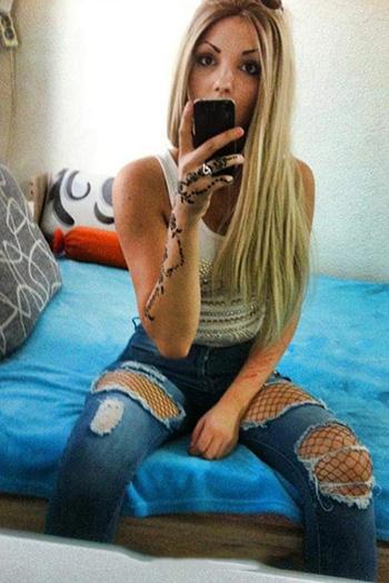 Türkische Escort Hure Berlin Damla jung blond bietet umfangreichen Sex Service
