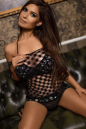 Escort Model Berlin Gabi Super Figur verwöhnt mit Anal Sex Massage Striptease