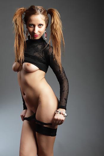 Junge Dame Julia Escort Model Exklusiver Highclass Berlin Girl aus Griechenland besucht Diskret