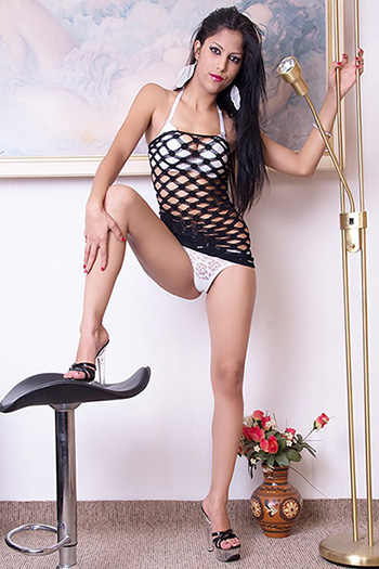 Zierliches Escort Teenie Katalea Domina Sex Service in Berlin