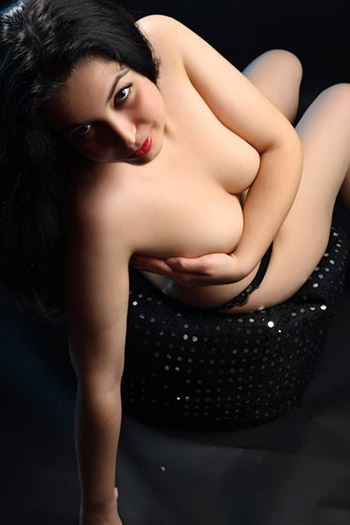 Kira Girl unbehaarte Bulgarien Dusch & Badespiele Sex mit aufnahme Escort Modelle Berlin