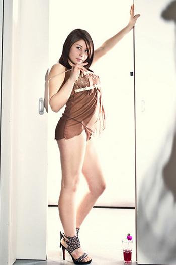 18 Jahre Teen High Class Escort Model Berlin Lora Sehr Dünn Klein und Zierlich