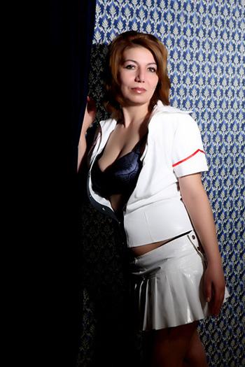 Maria-2 Zierlich Klein Bulgrien escort Sex Modell Berlin verspielte Lady