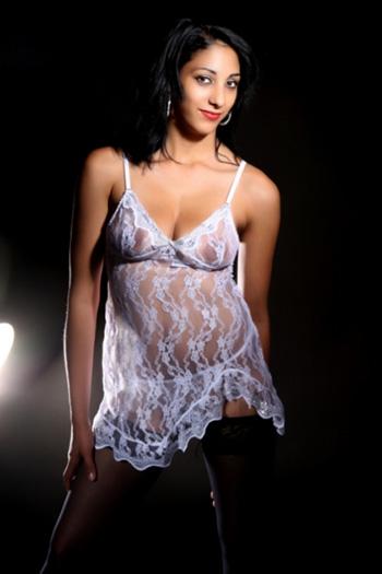 Hübsches Sex Escort Model Melli mit Top Figur Besucht als Callgirl Haus und Hotel in Berlin und Umland