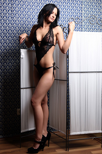 Simona Escort Model Anfängerin schlank klein Sex in Berlin
