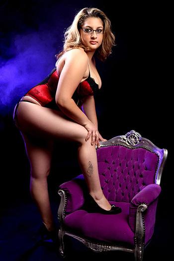 Zina Escort Berlin Model Lust Sex Perfekt Frau sanft Körper natürlich